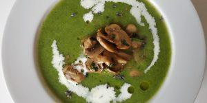 hrášková polievka, huby v hlavnej úlohe, šampióny recept, netradičná hrášková polievka